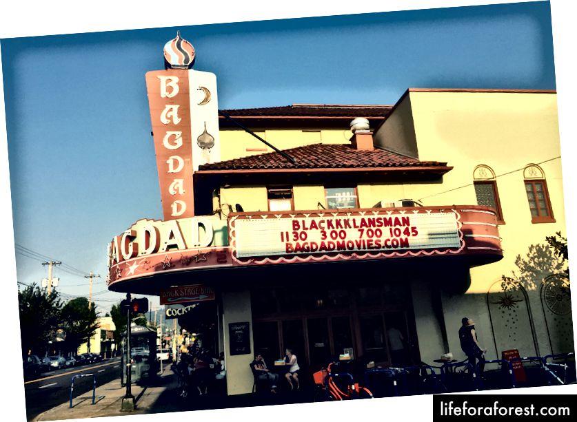 Vaadake kindlasti Bagdadi teatri ja pubi muljetavaldavat Backstage baari.