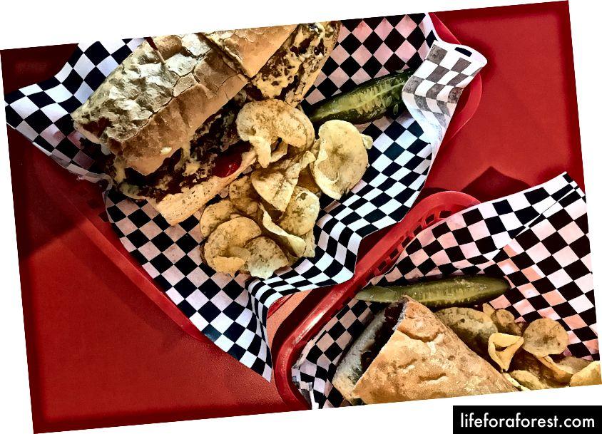 """DC taimetoitlased kogusid kuulsust, pakkudes """"praade"""" ja juustu-alatooteid, vegan BLT-sid ja Cajuni """"kana"""" poisse."""