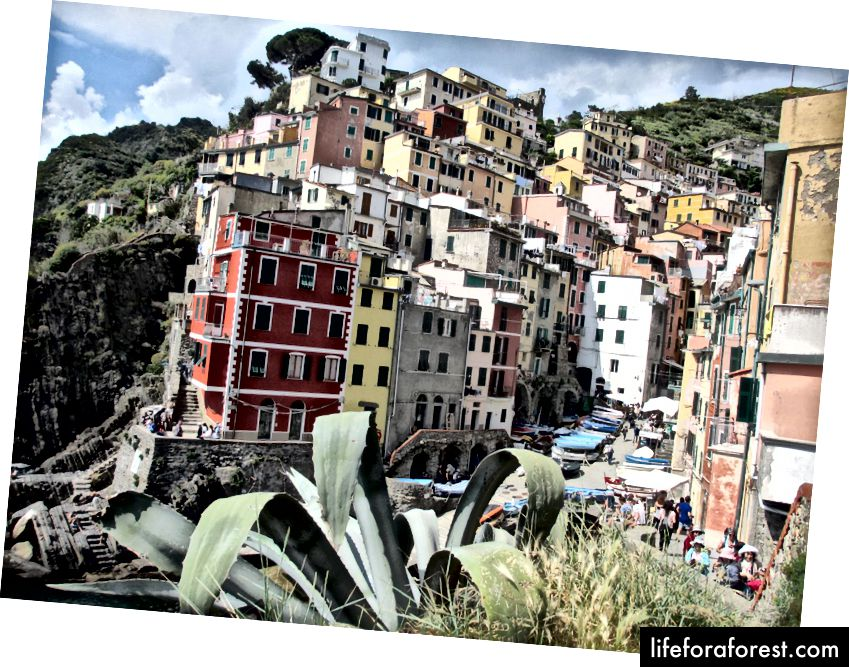 Riomaggiore - en av de fem landsbyene i Cinque Terre