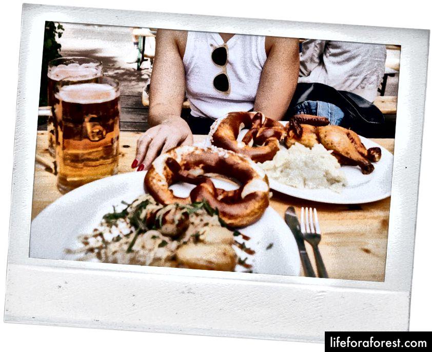 Bữa trưa của chúng tôi bên hồ tại Café am Neuen See.
