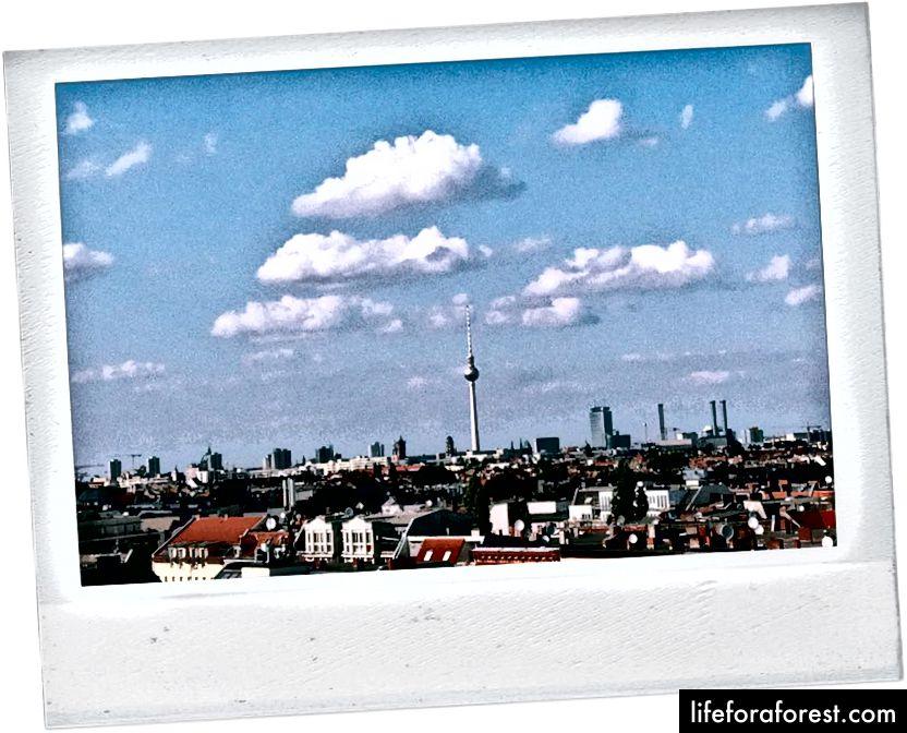 Quang cảnh của The Fernsehturm từ Klunkerkranich.