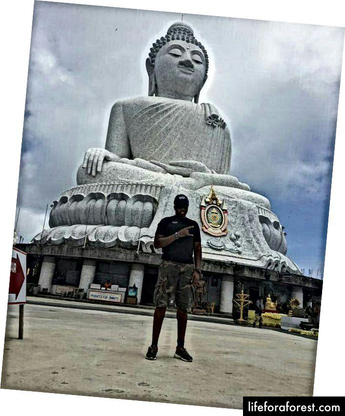 Pxuket, Tailand Katta Buddaning oldida