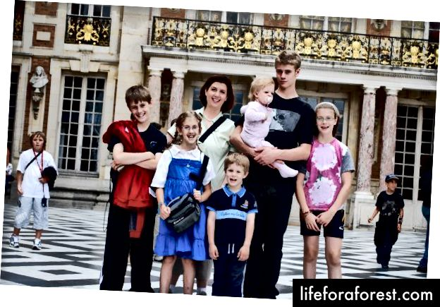 Autorul și copiii, Versailles, 2009. Foto: Patrick Perkins