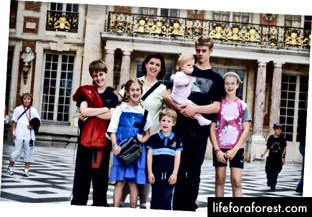 Forfatteren og barna, Versailles, 2009. Foto: Patrick Perkins