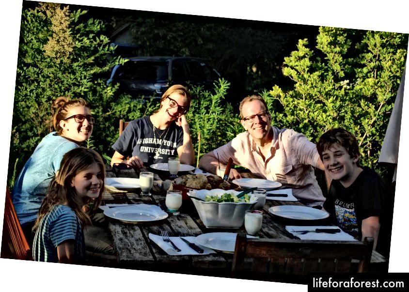 Forfatterens mann med fire av sine seks barn, Blois, 2017.