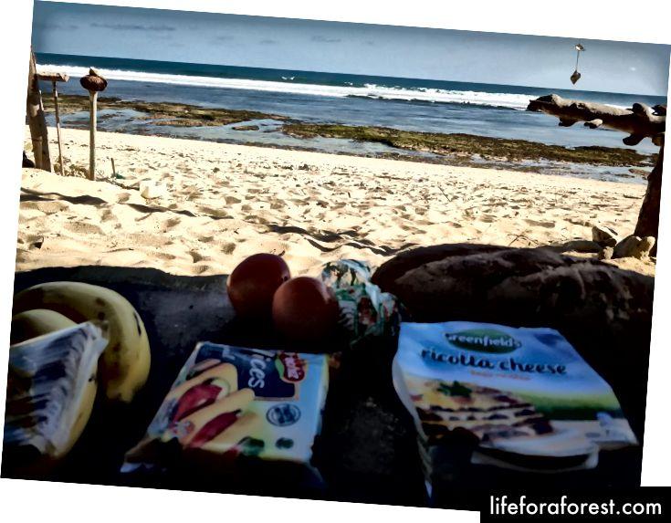 En piknik på en øde strand.