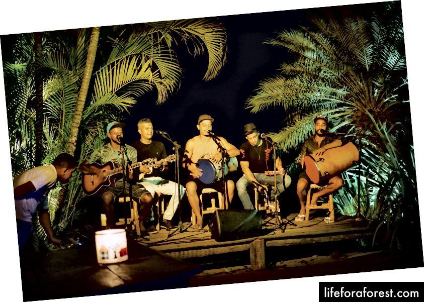 Forró do Ouriço er bare ett av en håndfull steder hvor du kan danse til de små morgentimene for å få livemusikk.