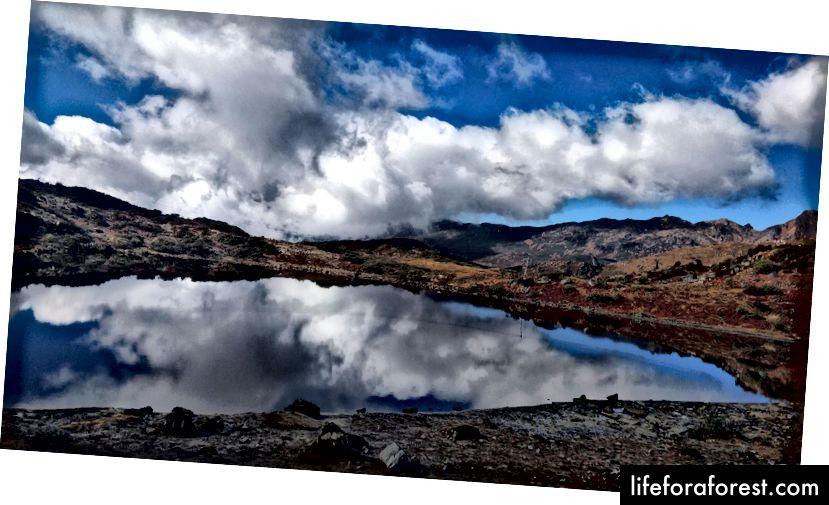 Tilfeldig innsjø underveis til Bum La Pass