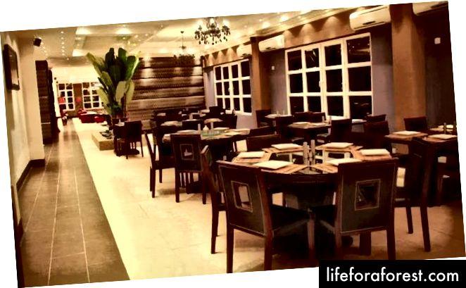 ร้านอาหารสีม่วงที่โรงแรม Blowfish, ลากอส