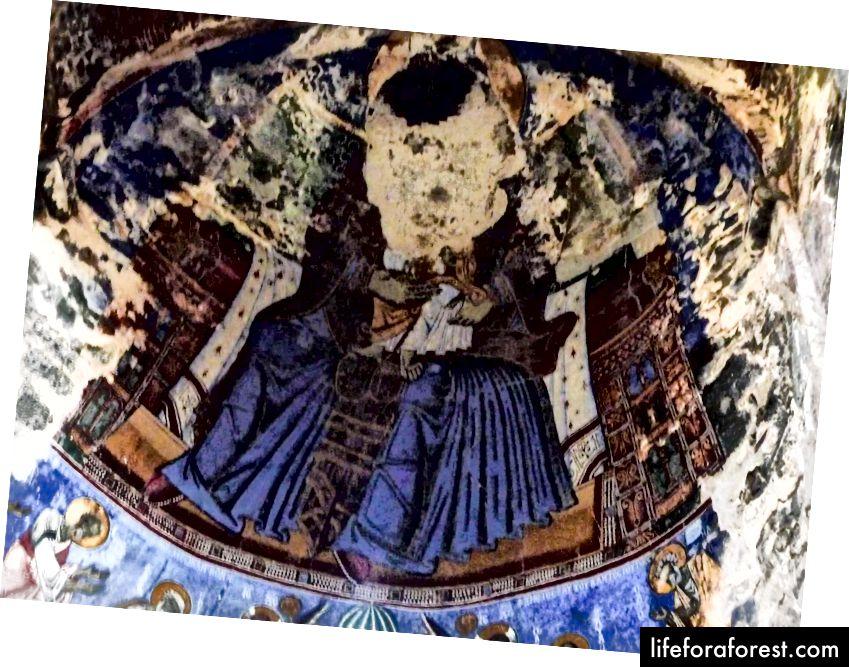 Inne i Akhtala kloster © ChristopherLarson