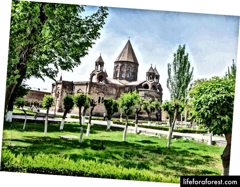Edjmiadzin kloster © ChristopherLarson