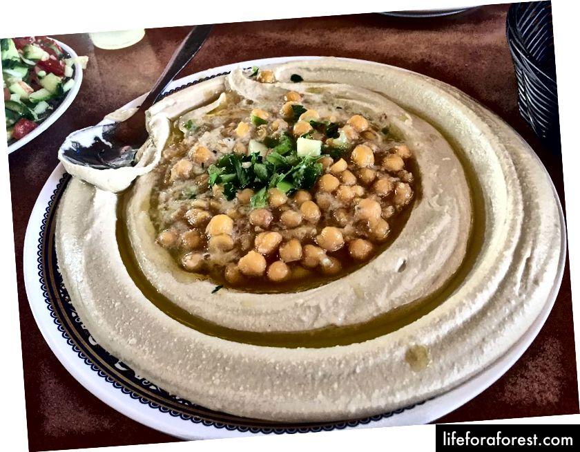 Hummus v Izraeli není příloha nebo Mezze je to hlavní jídlo a jídlo. Creative Commons