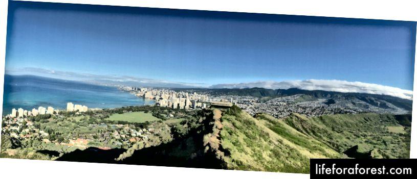 Utsikt over Honolulu mot vest fra Peak of Diamond Head