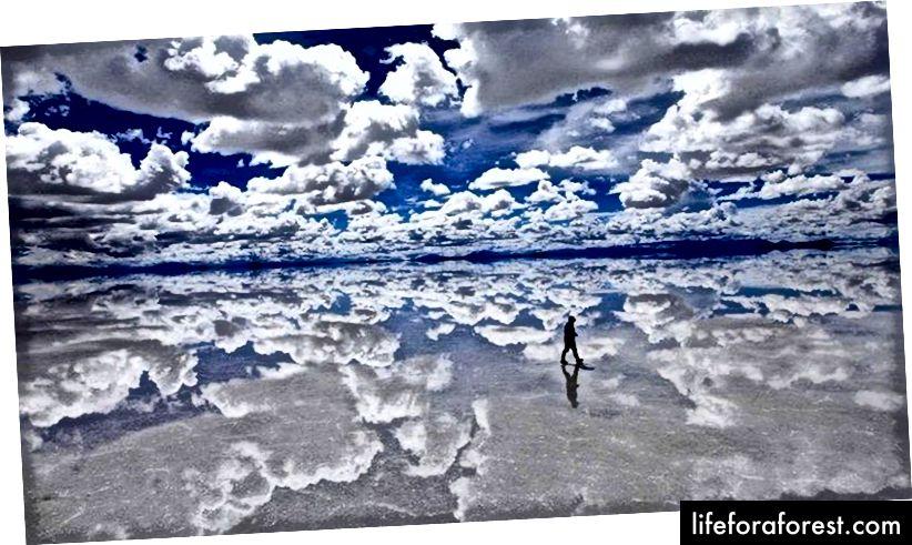 Salar de Uyuni, který leží na 10 582 km, je největším solným bytem na světě.