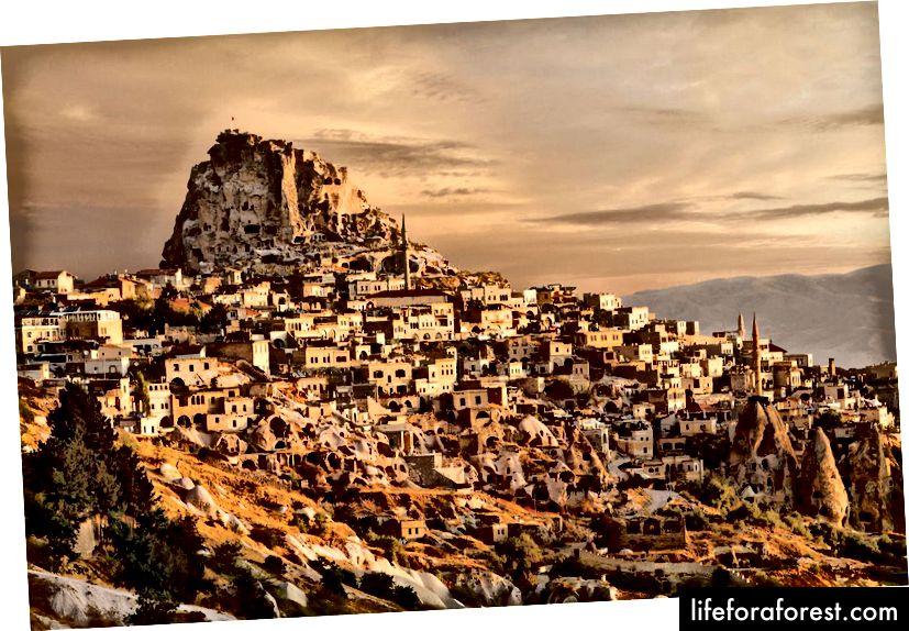 Cappadocia được hình thành khoảng ba đến bốn triệu năm khi một loạt các vụ phun trào núi lửa làm rung chuyển cao nguyên Trung Anat lá.