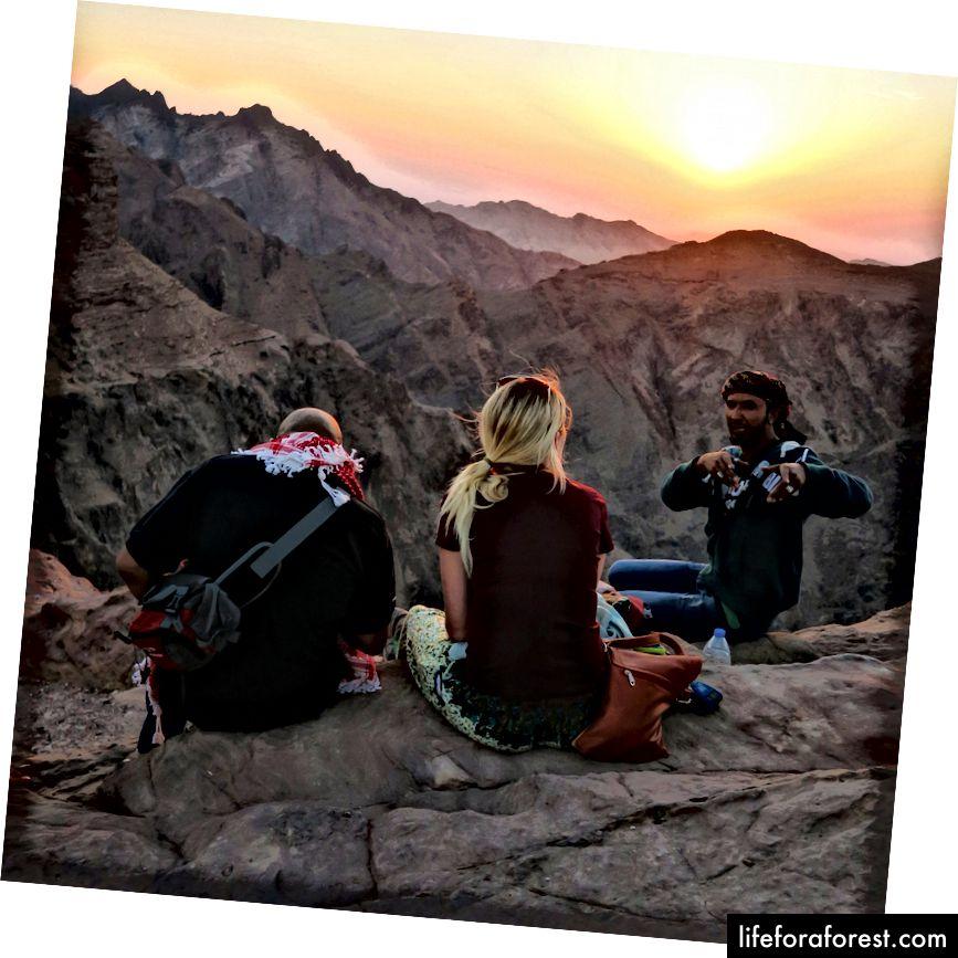 Trên đỉnh thế giới trên sa mạc Jordan với những người bạn mới.