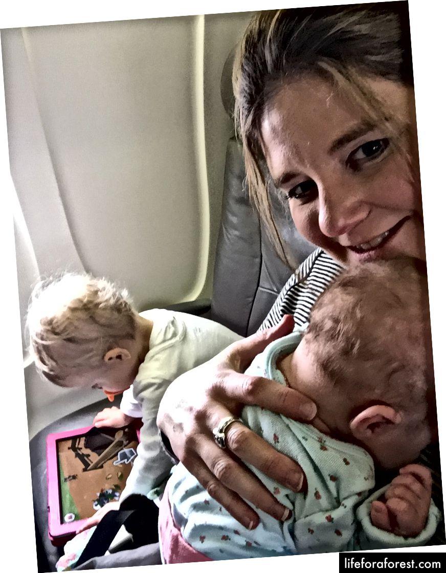 สงบในปากของทารกที่เก่าแก่ที่สุดและเพียงแค่ไม่ได้สัมผัสจากผู้ให้บริการสำหรับการบินขึ้น!