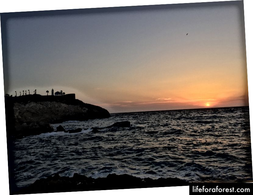 Solnedgang ved Koumbara-stranden