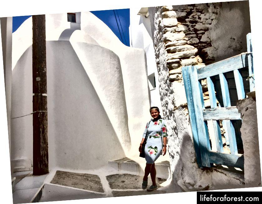 Utforske byen Chora og sette kursen mot kirken på toppen