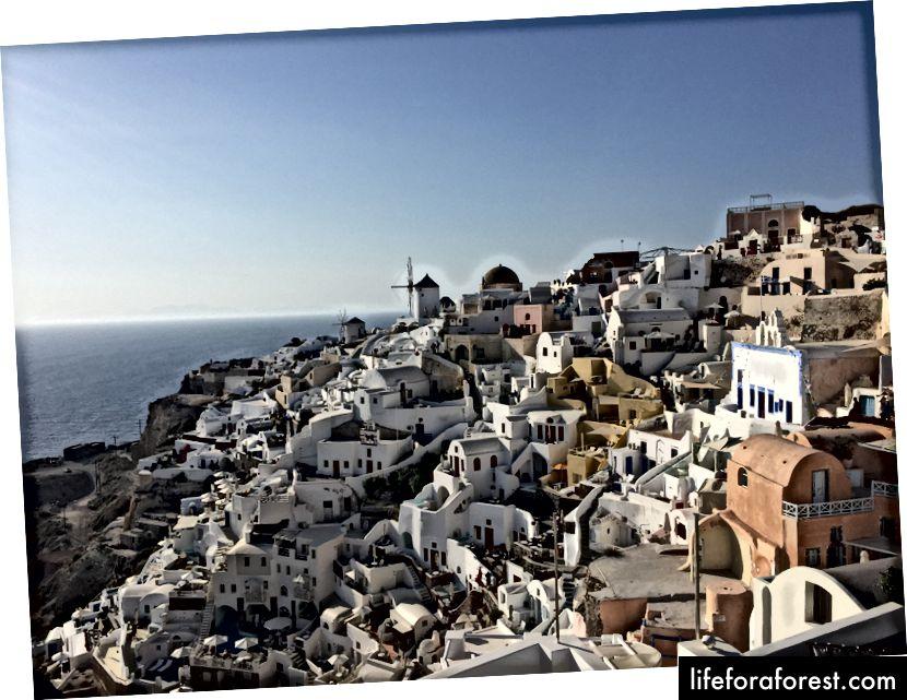 Tilbake til Oia - The view from Oia Castle!