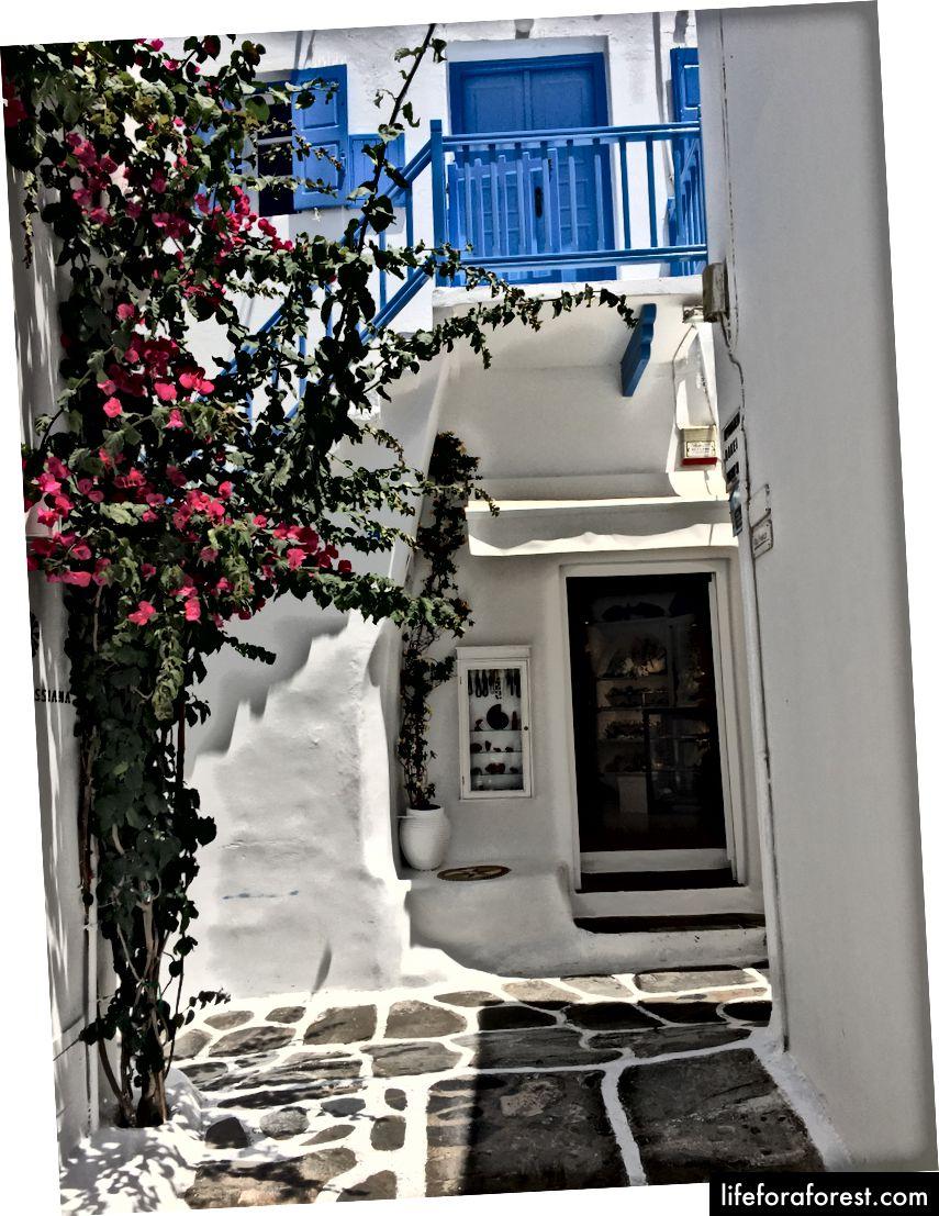 De vakre gatene i Lille Venezia i Mykonos by