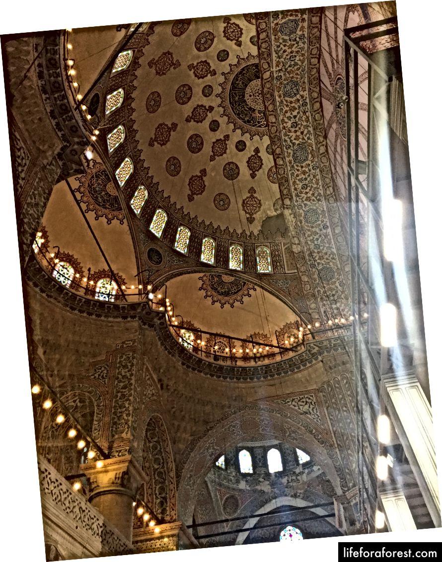 Den vakre kuppelen i den blå moskeen