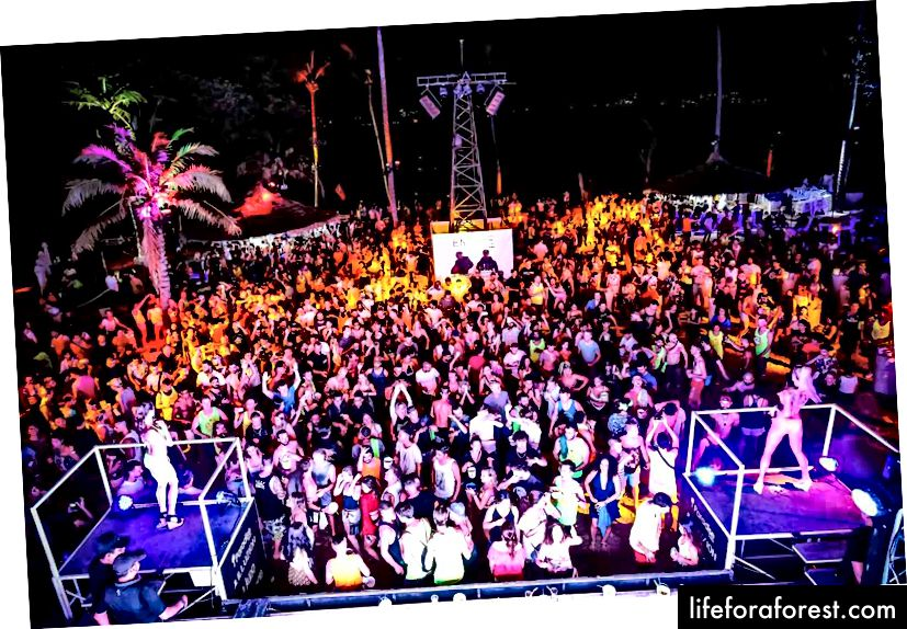 12 najlepszych lokalizacji na imprezę w Azji. Paradise Beach, Phuket, Tajlandia