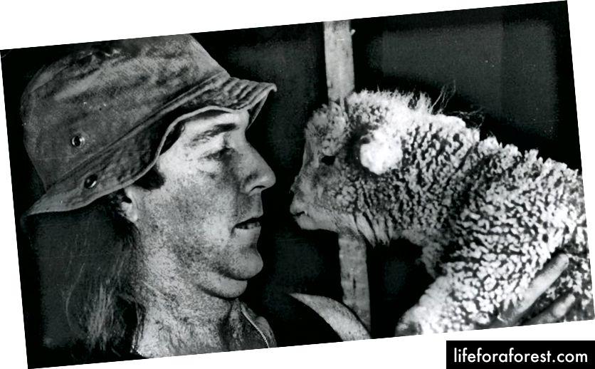 John Clarke, AKA Fred Dagg, Diễn viên hài New Zealand (nguồn: www. Ware.co.nz)