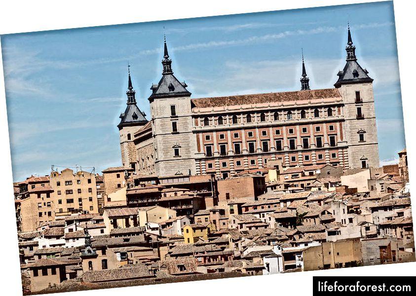 Mirador del Valle Vista del Alcázar de Toledo desde (foto autor: Rafa Esteve, allikas: Wikipedia, kasutatud terminite kohaselt)