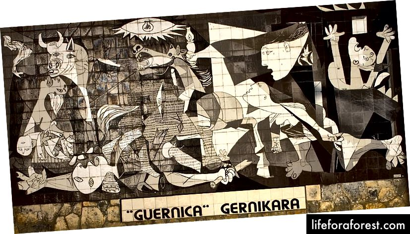 """Picasso maali plaaditud ja täissuuruses maal """"Guernica"""" (foto Papamanila, allikas: Wikipedia, kasutatud terminite kohaselt)"""