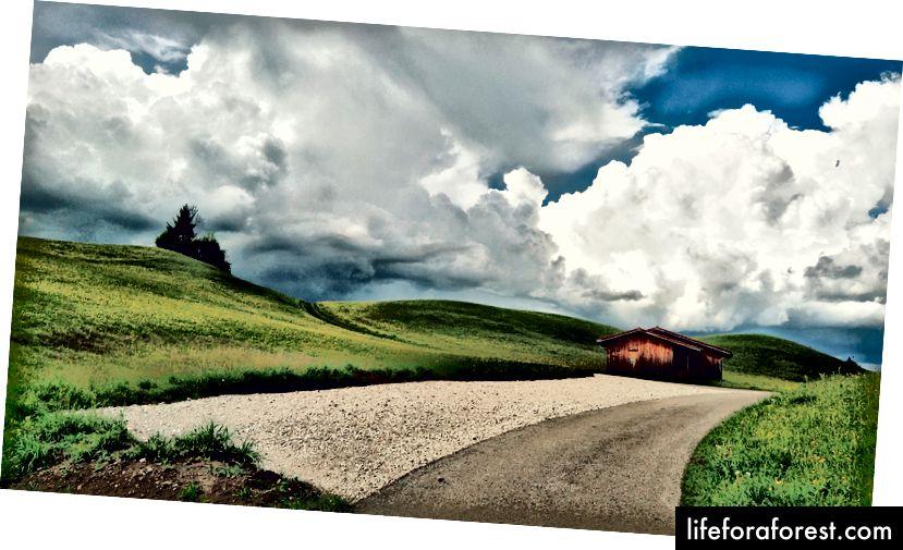 Bølgende åser og skyer i Füssen, Tyskland.