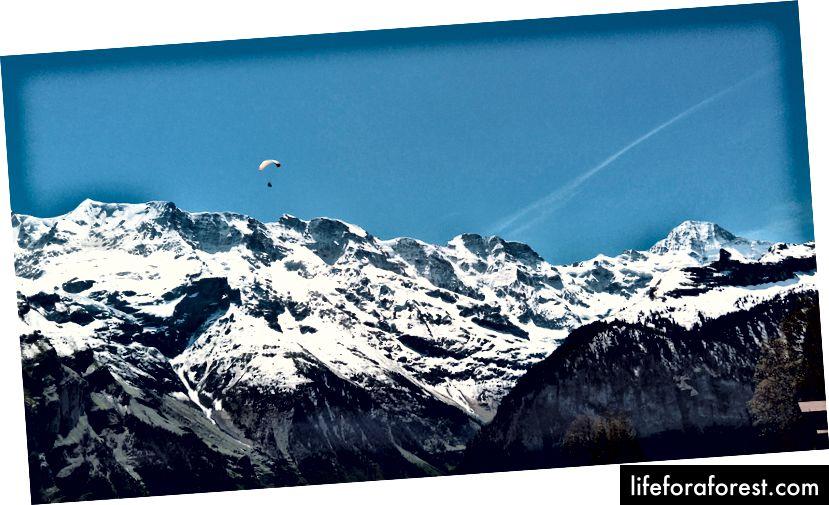 Mennesket har tenkt på mange måter å fly —Mürren, Sveits.