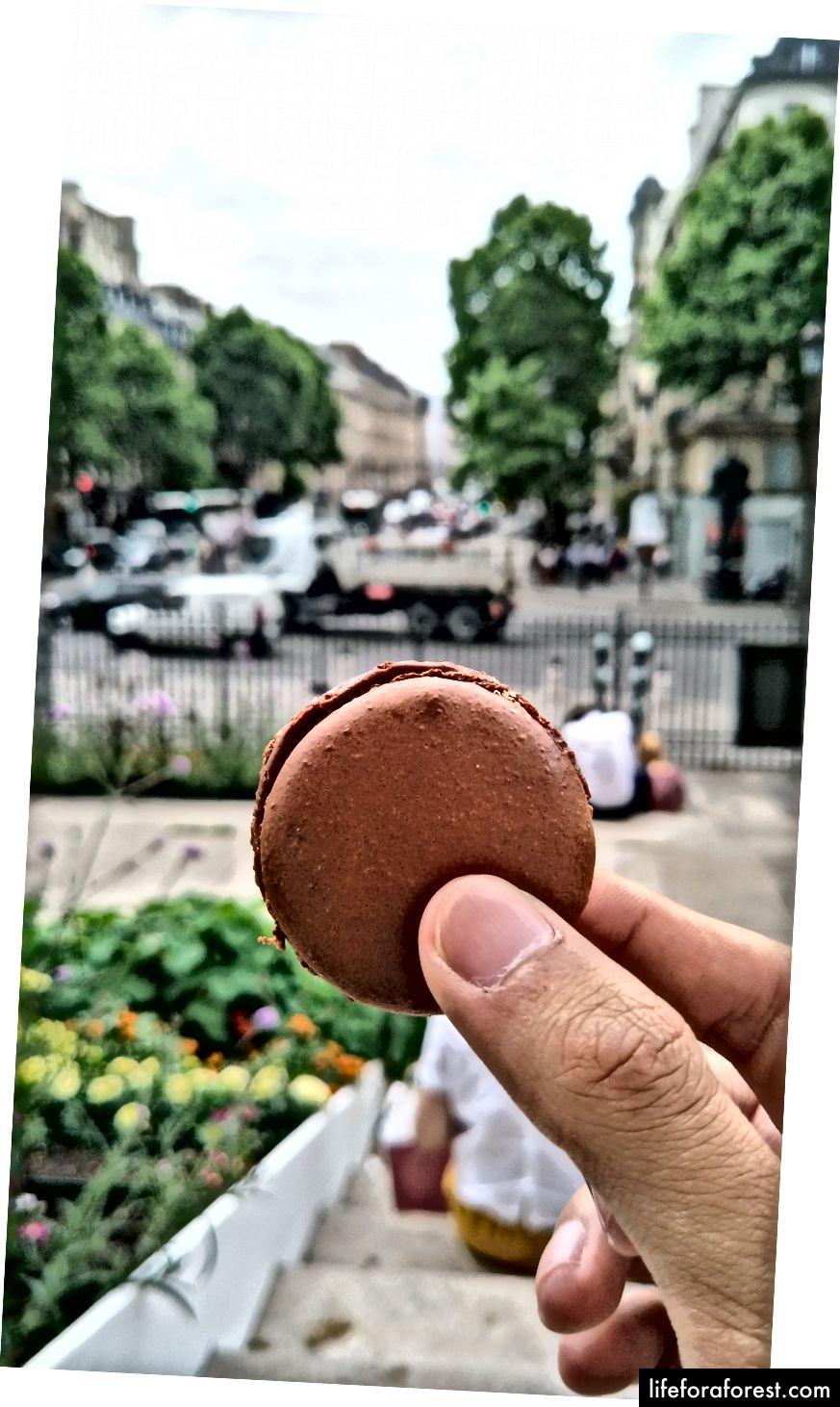 Jeg prøvde. Matbilder er ikke min spesialitet. Macarons koster som 90 øre, slik at du kan kjøpe noen og ta et Instagram-verdig skudd i Paris.