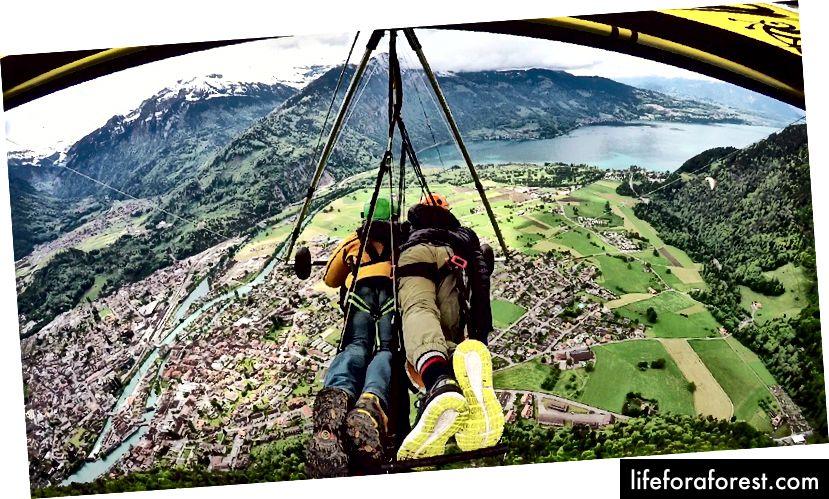 Hanggliding i Interlaken, Sveits. Du kan betale for videotjenesten, men jeg har min egen Gopro, så jeg har hele opptakene gratis!