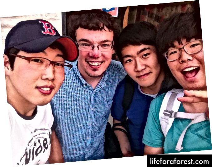 Tác giả và bạn bè ở Seoul, 2012