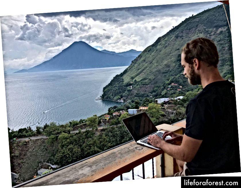 Není to nejhorší místo pro práci - Santa Cruz, Lake Atitlan, Guatemala