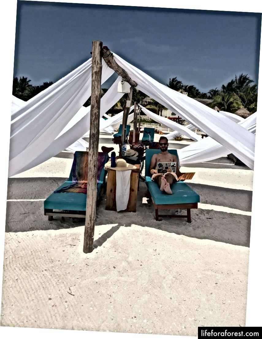 Kancelář na pláži je nejlepší kancelář (na pláži v Holboxu v Mexiku).