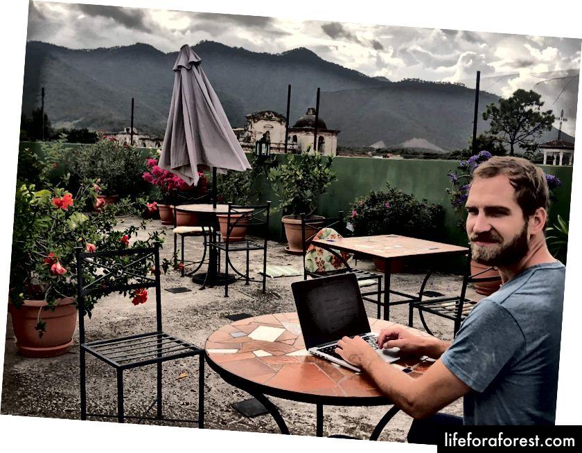 Dodržení lhůty bez podpory týmu v kombinaci s mizerným internetem může být někdy obtížné… (Antigua, Guatemala)