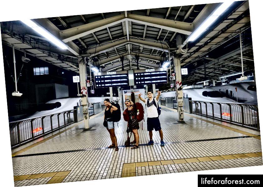 Min bror Sky, min venn Lucia, og meg på Shinkansen-stasjonen på vei til Kyoto