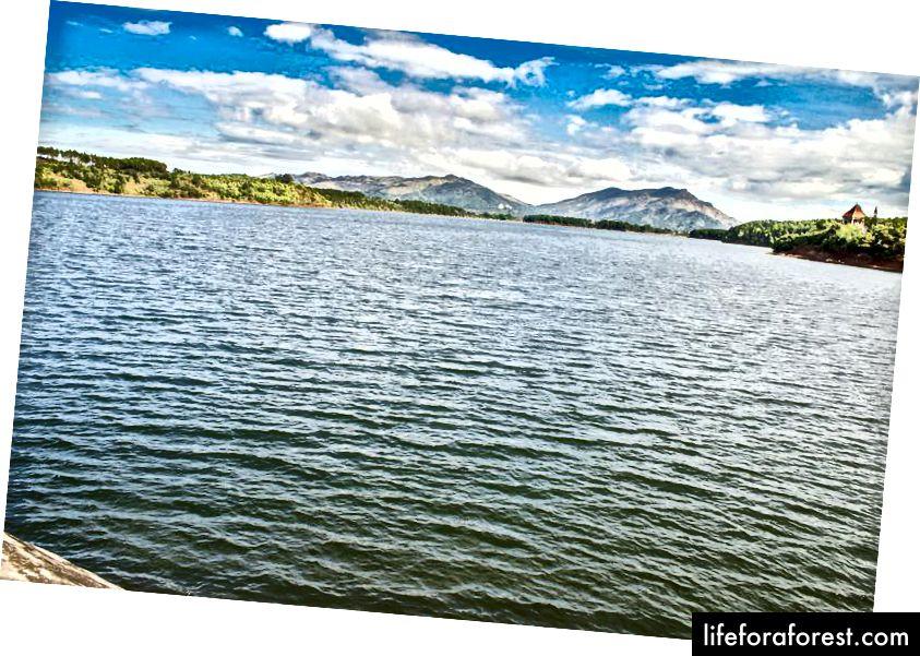 Bien Ho nebo Sea Lake, severně od Pleiku.