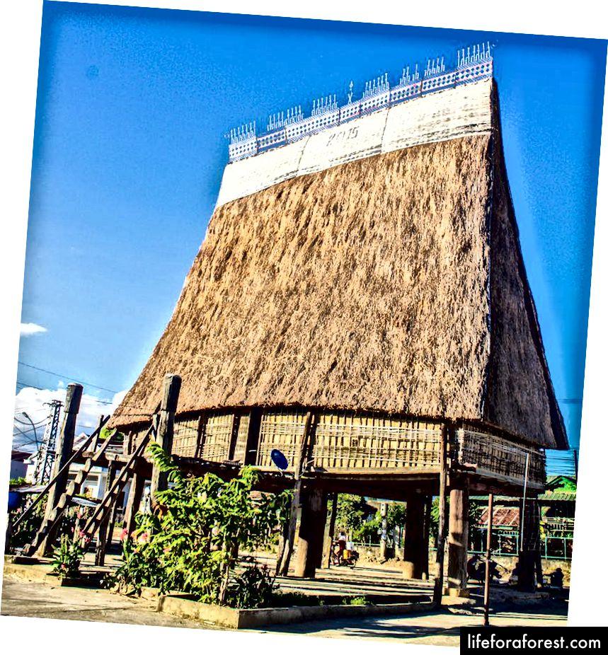 Tradiční Rong House, Kon Tum.