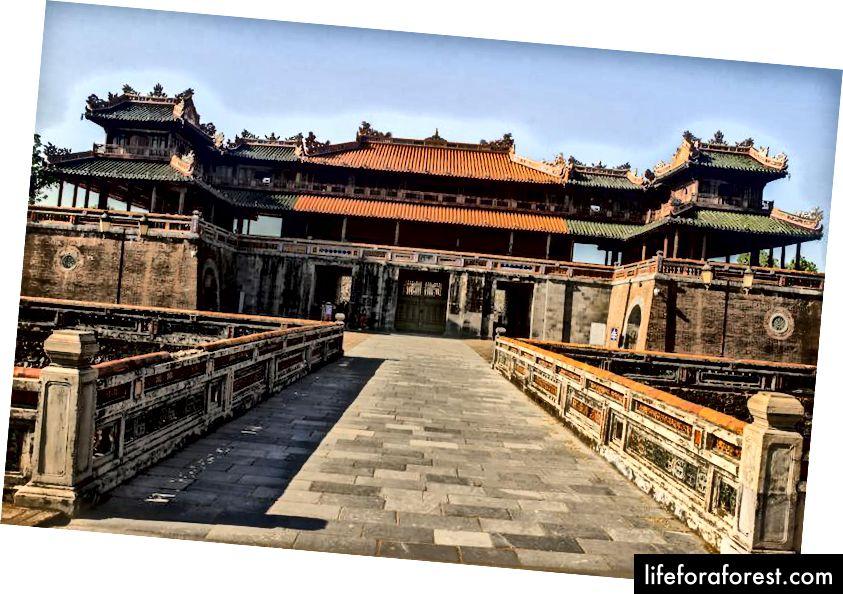 Hlavní vchod do císařské pevnosti v Hue.