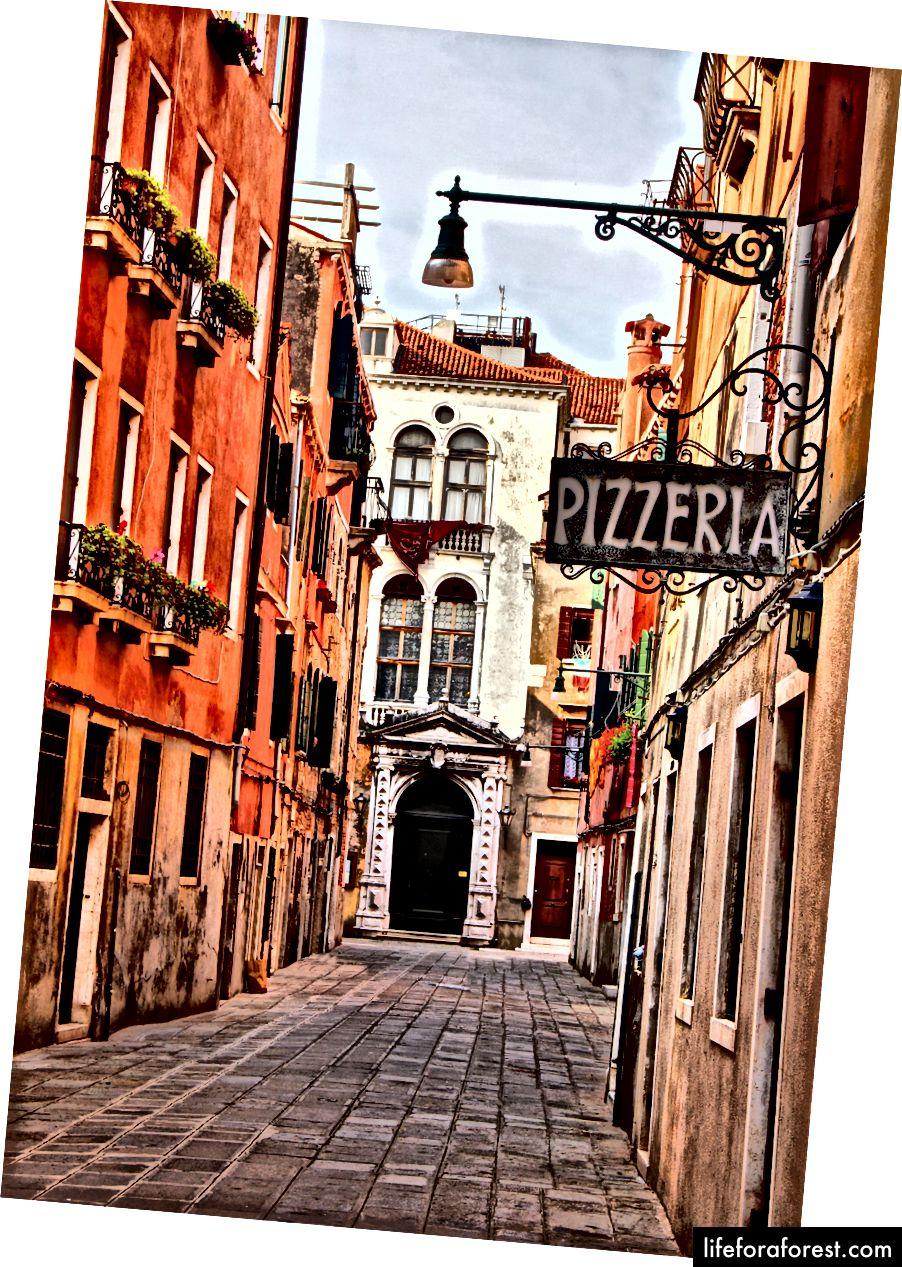 Scopri perché l'Italia è così appassionata di cibo, con sicuramente la migliore pizza margarita che tu abbia mai provato. Immagine pubblicata da Vado su Instagram, Facebook e Twitter.