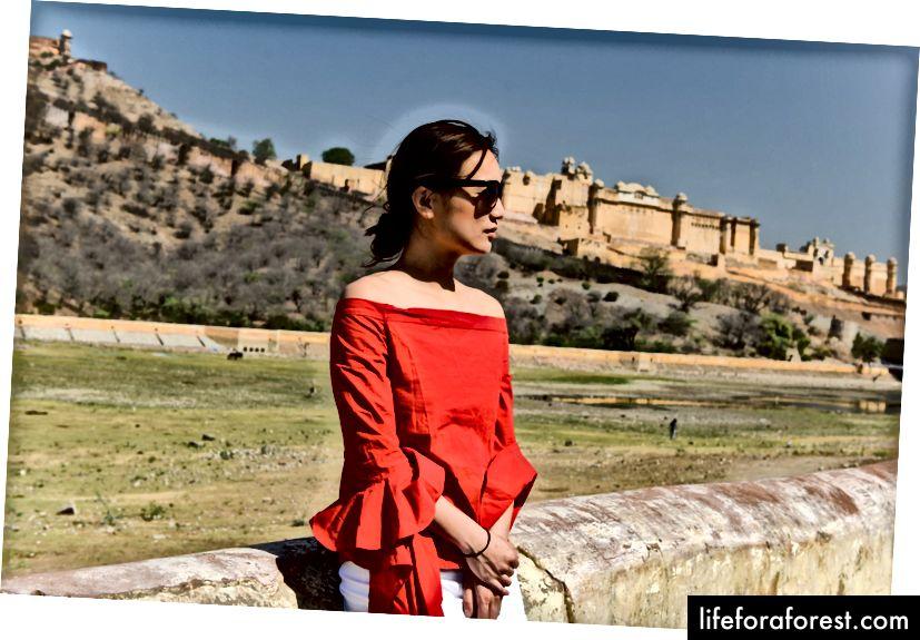 Trước pháo đài Amber
