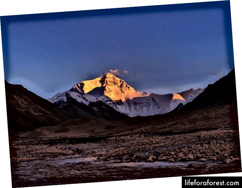Golden Mt.Everest lúc hoàng hôn!