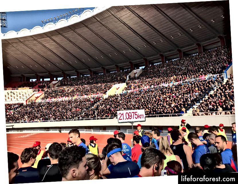 King II Song stadioni ichida Pxenyanning 50 mingdan ortiq muxlislari bor