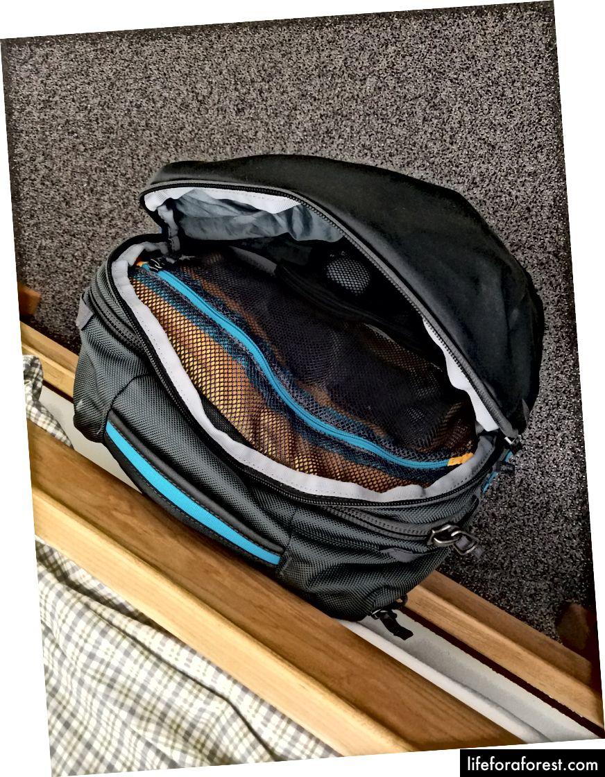 Nội thất trống, nội thất đóng gói đầy đủ, và túi dễ dàng truy cập.