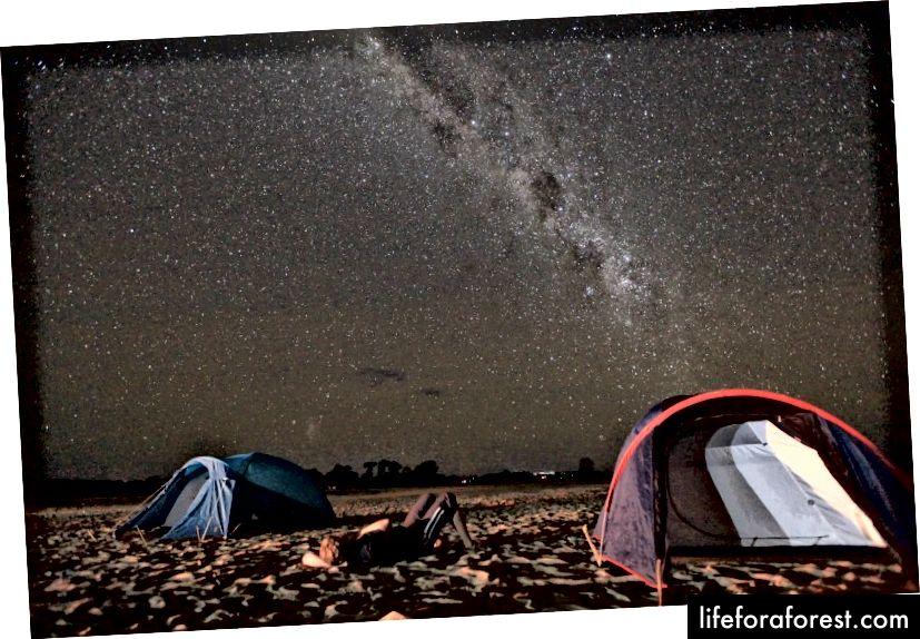 Kemp pod miliardou hvězd - řeka Tsiribihina.