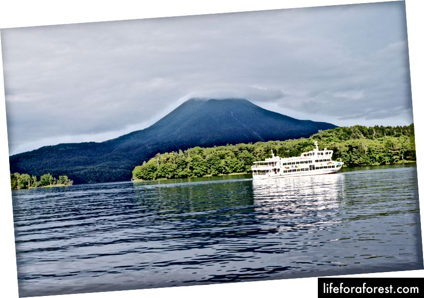 Jezero Akan, Hokkaido. Zdroj obrázku: 663Highland via Wikimedia Commons.