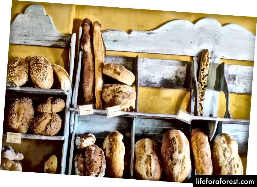 Bánh mì tươi từ 'La Banette Boulangerie xông (nguồn: Briar Stanley - Chủ nhật sưu tập)